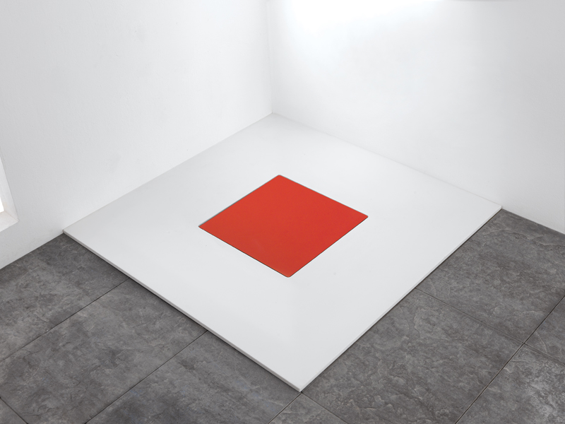 Shower tray with well drain, model Quadro, brilliant red, showcases