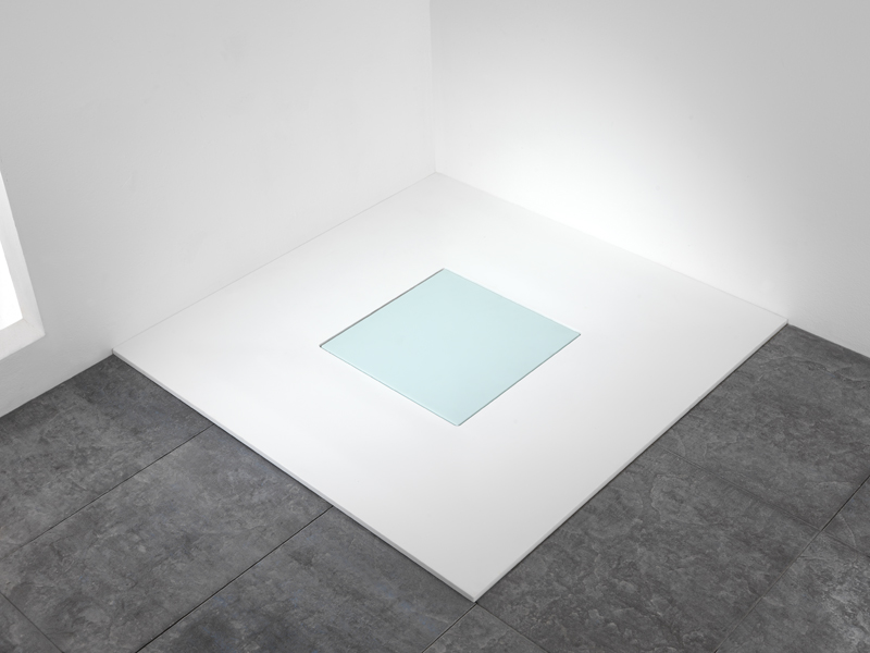 Shower tray with well drain, model Quadro, emerald, showcases