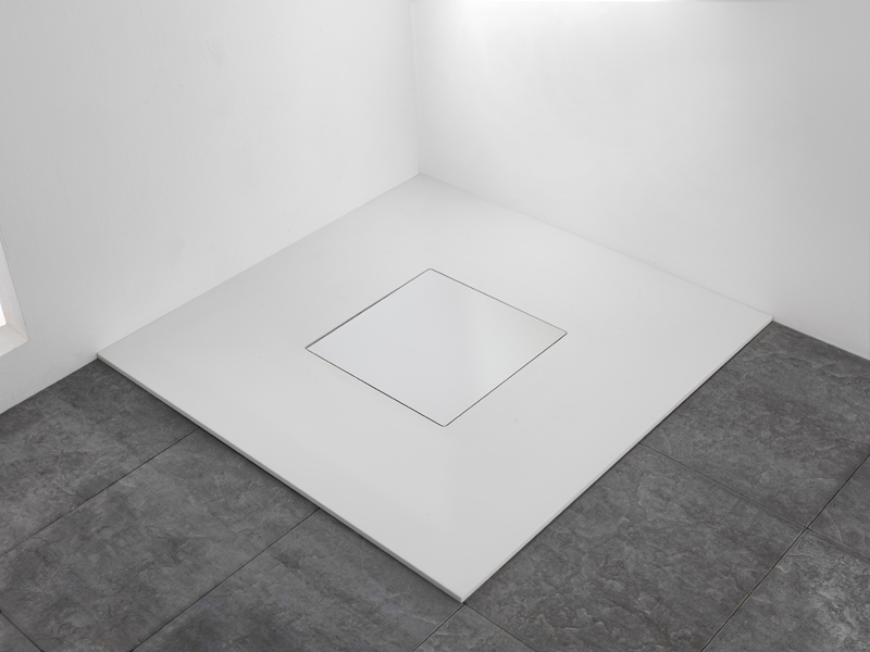 Shower tray with well drain, model Quadro, alpine white, showcases