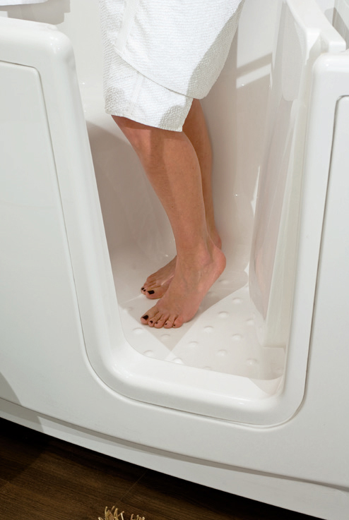 Foot space in a walk-in bathtub with internal door, showcases