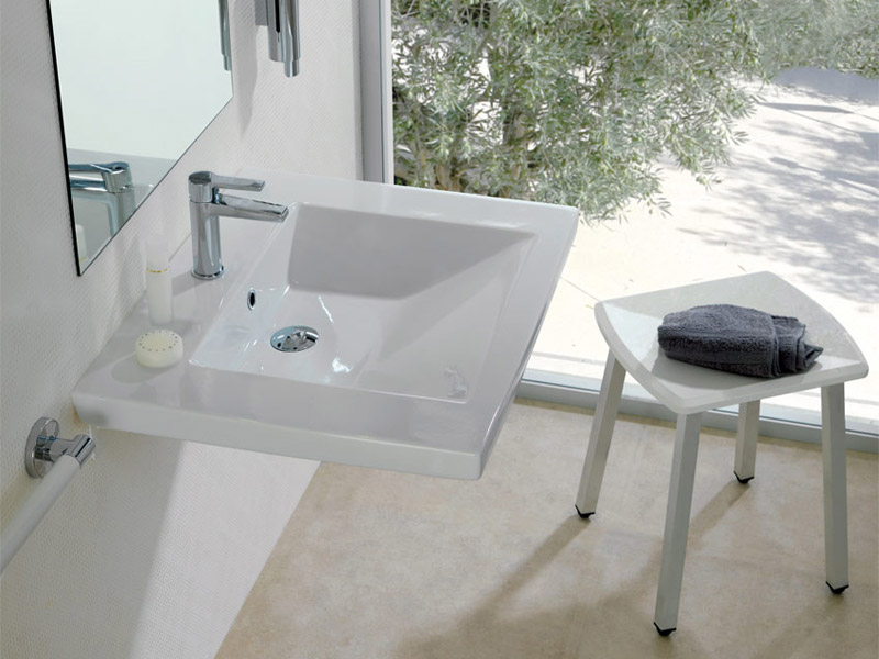 Stool with washbasin